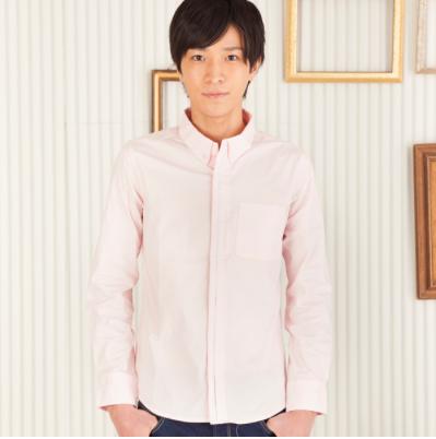 ストレッチ素材でタイトに着こなせる長袖シャツ(ピンク)