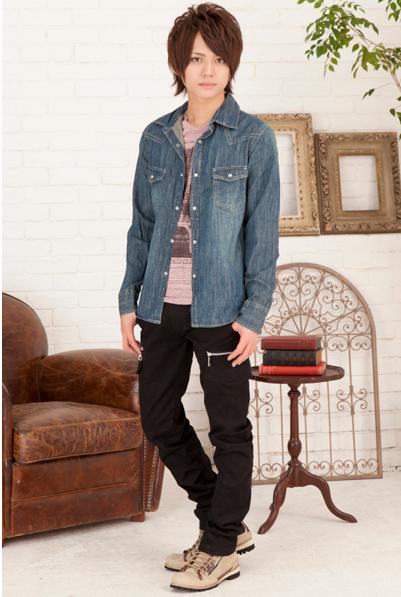 デニムシャツ+デザインプリントTシャツアンサンブル×スキニーカーゴパンツ(2点セット)