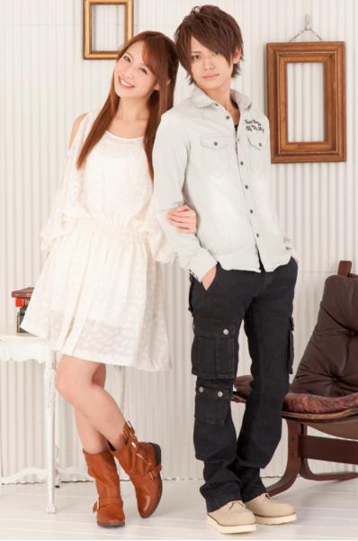 デニム刺繍シャツ×長袖ボートネックTシャツ×美シルエットブラックカーゴパンツ(3点セット)