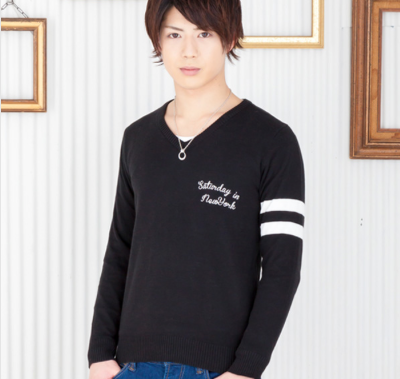 刺繍入りVネックニット+長袖Tシャツアンサンブル