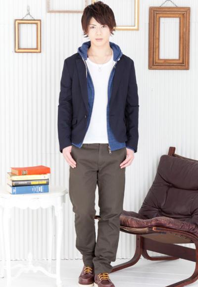 テーラードジャケット×zipパーカー×UネックTシャツ×チノパンツ(4点セット)