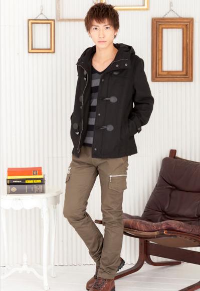 マルチボーダーTシャツ×ショート丈ダッフルコート×カーゴパンツ(3点セット)