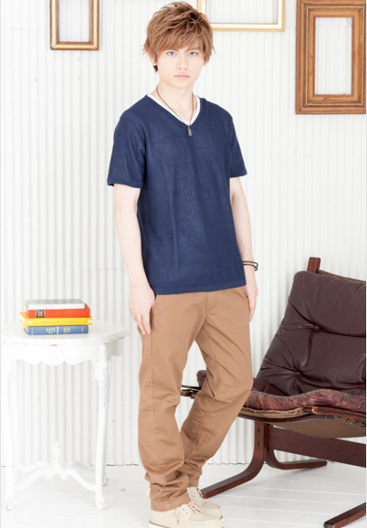 Vネック半袖ニット+Tシャツアンサンブル×チノパンツ(2点セット)