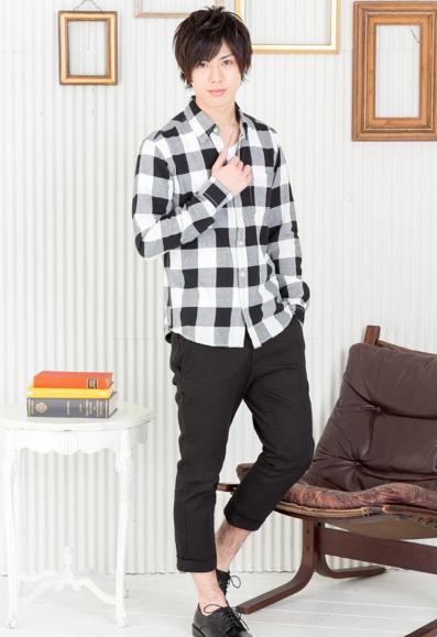 チェックシャツ×半袖無地T×クロップドパンツ