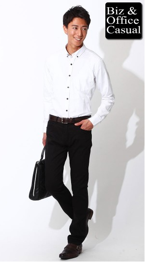 立体裁断ホワイトシャツ×ブラックチノパン